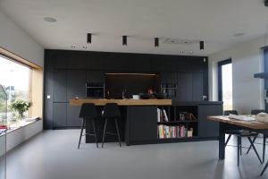 Kitchen black oak 1